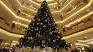 صور.. أغلى أشجار عيد الميلاد في العالم: مرصعة بذهب وألماس وأحجار كريمة