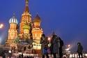 سياح يرتدون أقنعة واقية في موسكو