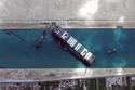 السفينة الجانحة في قناة السويس تعود إلى وضعها السابق بسبب الرياح