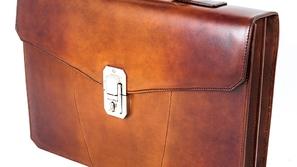 مثالية لرجال الأعمال: مجموعة حقائب جلدية راقية من Santoni