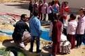 مُدرس جغرافيا مصري يحول فناء مدرسيته إلى خريطة مجسمة 1