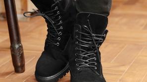 إليك 10 أزواج من الأحذية الشتوية تذهب بها إينما كنت