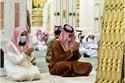 أمراء السعودية يتقدمون المصلين في صلاة الاستسقاء