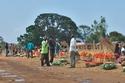 في موزمبيق يتسابق المسلمون لمصافحة بعضهم لأن من يبدأ هو الفائز بالخير