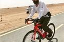 الشيخ محمد بن راشد بملابس رياضية ودراجة هوائية