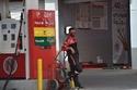 مقارنة أسعار البنزين بين فبراير ومارس