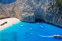 1- شاطئ Shipwreck باليونان