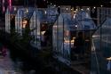 مطعم هولندي يقدم العشاء للزبائن في بيوت زجاجية