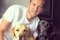 في اليوم العالمي لها.. صور لاعبي كرة القدم مع كلابهم