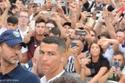 نظرة من الدون للكاميرات أثناء استقباله الأول في إيطاليا