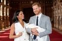 الأمير هاري وميغان مع طفلهما
