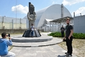 سياح في زيارة لمدينة بريبيات حيث وقعت كارثة مفاعل تشيرنوبيل النووي 1