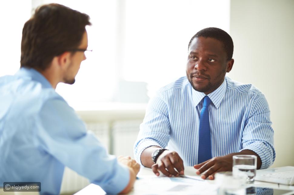 لغة الجسد: 4 حركات سر نجاحك في مقابلة العمل