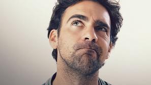 صور: لا يقتصر على كبار السن.. 10 أعراض تُنذرك بمرض ألزهايمر