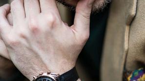 كُن منفرداً بنظارات أوميغا الشمسية الجديدة: نسقها مع ساعتك السويسرية