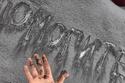 صور: ظاهرة غريبة من نوعها.. تساقط ثلوح سوداء في روسيا.. ما سرها؟