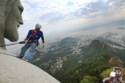 ترميم تمثال المسيح المخلص على ارتفاع 125 قدماً