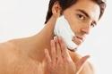 اغسل وجهك بصابون ترطيب قبل الحلاقة،