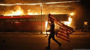 في صور: الاحتجاجات على مقتل جورج فلويد تشعل أمريكا