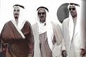 الشيخ صباح الأحمد الجابر الصباح متوسطاً كل من: