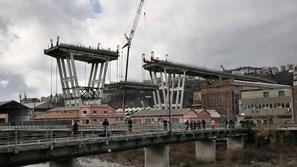 صور: تفكيك جسر الموت في إيطاليا