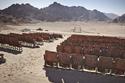 صور سينما مصرية قديمة مهجورة في قلب الصحراء.. تعرفوا على قصتها الغريبة