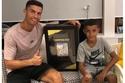 كريستيانو رونالدو وابنه في المنزل