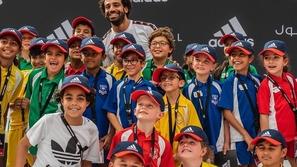 صور: محمد صلاح يستضيف مؤتمرًا صحفيًا للأطفال في دبي