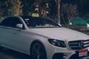 ظهور سيارة مرسيدس تعمل كسيارة أجرة، رغم أنها سيارة باهظة الثمن