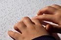 عالم عربي اخترع طريقة كتابة للمكفوفين قبل برايل بـ 5 قرون