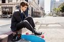 1- يعتمد الكثيرون على الأحذية الرياضية فقط في حياتهم اليومية،