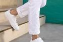 أحذية رياضية بيضاء للرجال في 2020: للجرأة عنوان