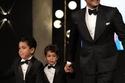 آسر ياسين وأبنائه