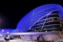جزيرة ياس قامت بإضاءة معالمها السياحية بألوان علم الكويت واللون الأزرق