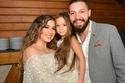 أسما شريف منير وابنتها مع محمود حجازي