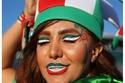 مشجعة إيرانية بألوان بلدها