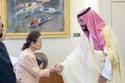 الأمير محمد بن سلمان يقابل سيدة يابانية ناجية من قنبلة هيروشيما