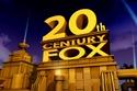 20th Century Fox. ستوديوهات الإنتاج السينيمائي المعروفة وتمت تسميتها بذلك الاسم بعد ادماج شركتي Fox Film وTwentieth Century.