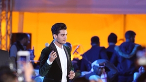 صور: محمد عساف يكشف سبب توقف حفله في السعودية