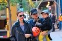أورلاندو بلوم مع طليقته ميراندا كير وابنهما