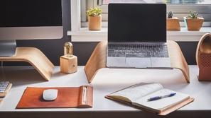 اطلق إبداعك في العمل: إليك أدوات لا غنى عنها في مكتبك المنزلي