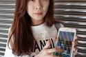 إصابة امرأة بـ 500 ثقب في قرنية عينها بسبب هاتفها 1