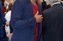 بدلة رسمية مع تي شيرت بلون مختلف