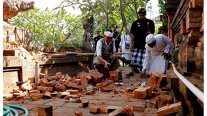 صور وفيديو: زلزال يضرب جزيرة بالي السياحية.. شاهدوا لحظة حدوثه