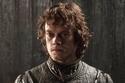 يلعب دور ثيون جريجوي Theon Greyjoy