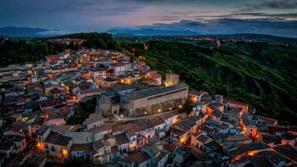 صور: مدينة إيطالية تعرض عشرات المنازل للبيع مقابل 1 يورو فقط