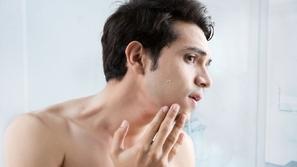 13 مرطباً ينصح به أطباء الجلدية للرجال ذوي البشرة الجافة