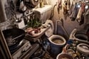 """في هونغ كونغ.. اطبخ عشاءَك بالمرحاض داخل الشقة """"التابوت""""!"""