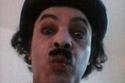 الفنان علاء مرسي وهو يقلد شارلي شابلن