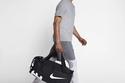 للرجل العصري الرياضي: تشكيلة حقائب جيم أنيقة من Nike